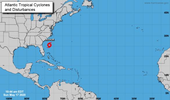 Tempestade tropical Arthur se forma fora da Flórida em direção à Carolina do Norte