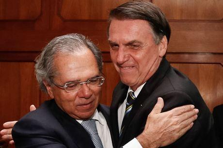 Bolsonaro aprova ajuda aos Estados com veto a reajuste de servidores