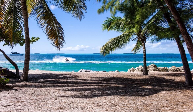 Miami-Dade deve permitir reabertura de piscinas e praias dia 1° de junho