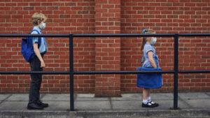 Departamento de Educação da Flórida ordena reabertura das escolas em agosto
