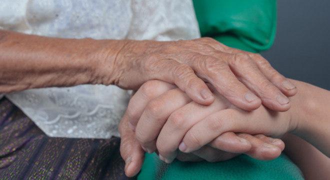 Covid-19 leva ao aumento do número de mortes por Alzheimer