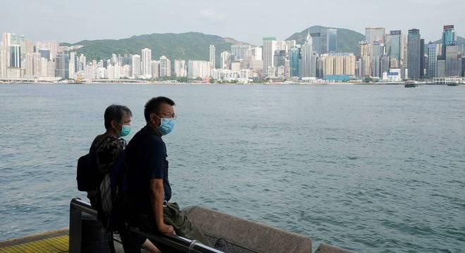 Hong Kong vive 1° dia sem novos casos locais de covid desde julho