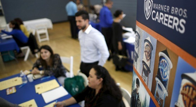 Taxa de desemprego nos EUA cai a 6,2% em fevereiro