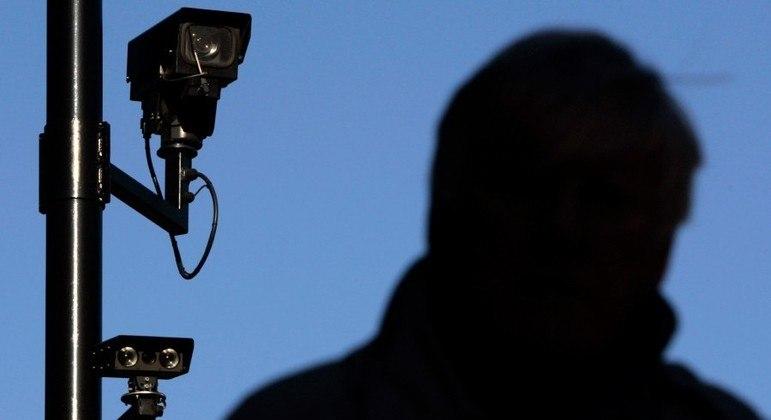 Sistema de reconhecimento facial erra e homem é preso injustamente