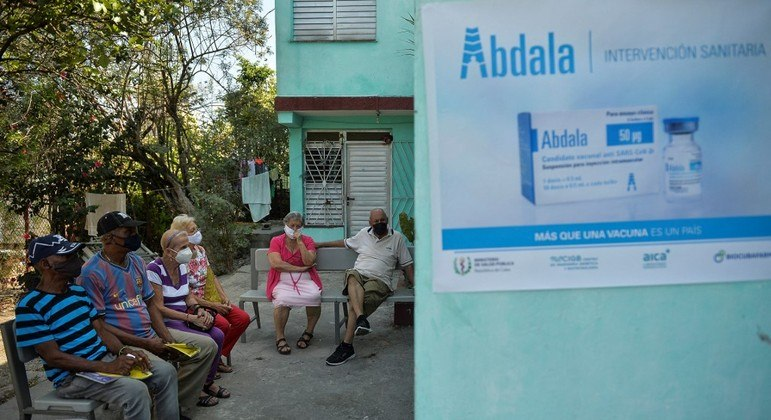 Cuba inicia campanha de vacinação com seu próprio imunizante