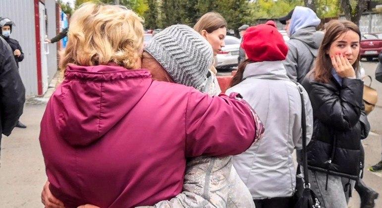 Estudante abre fogo e mata oito pessoas em tiroteio na Rússia